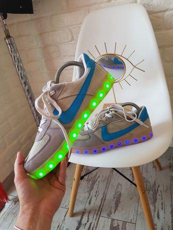 Шикарные кроссовки Nike кроссівки 43 с подсветкой кроси кеди кеды h&m
