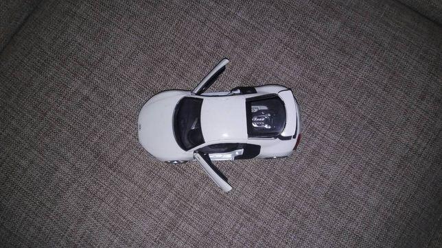 Машина Audi R8 фирмы Maisto с маштабом 1:24