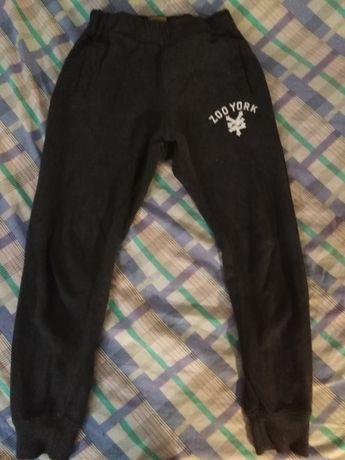 Spodnie dresowe 116-122
