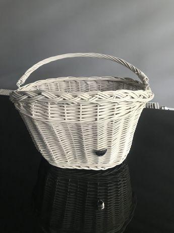 Biały koszyk wiklinowy na rower plumbike nieużywany