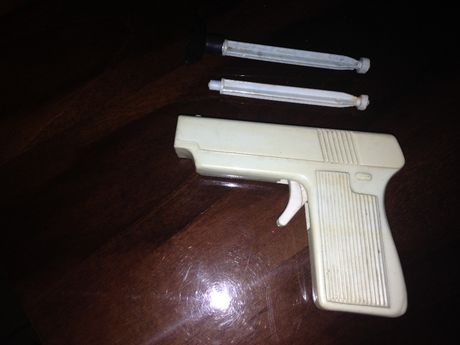 Игрушечный пистолет 60-х годов