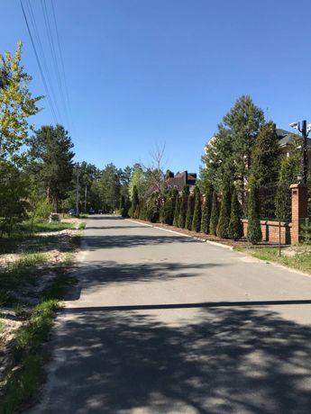 Продажа участка в закрытом коттеджном городке.Сосновый лес и озеро