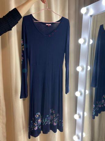 Красивое, фирменное платье.