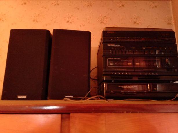 Продам музыкальный Daewoo AMC-450 центр .