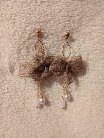 Nowe kolczyki koronka kokardki perełki prezent Dzień Kobiet