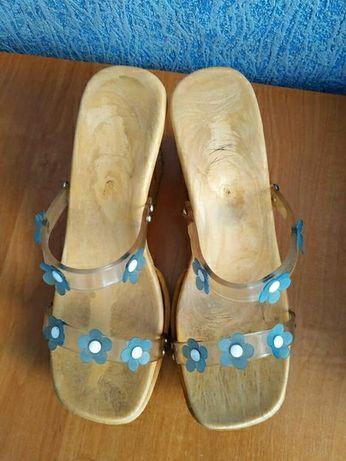 Туфлі та шльопанці