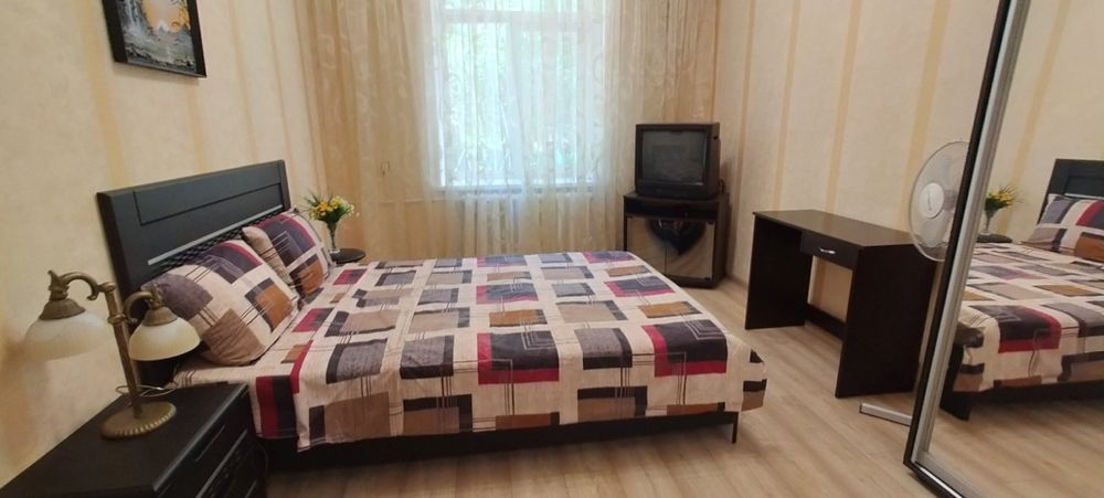 Комфортабельная уютна квартира. Сегедская,район 4й ст.Большого Фонтана-1