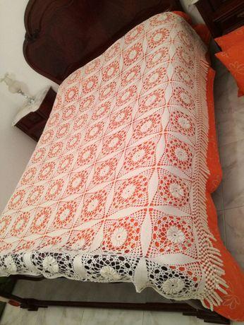 Colcha em Crochet para Cama + 2 Almofadas