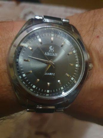 Продам часы мужские кварцевые .