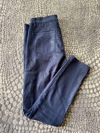 Niebieskie połyskliwe spodnie Calvin Klein