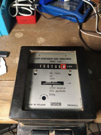 Stary licznik kilowatogodzin prądu jednofazowego PRL antyk