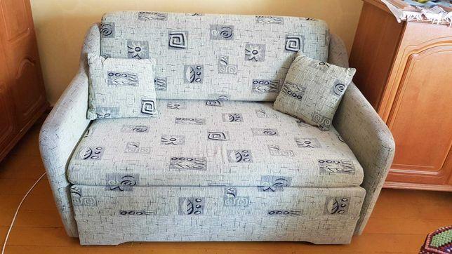 Sofa domowa w dobrym stanie