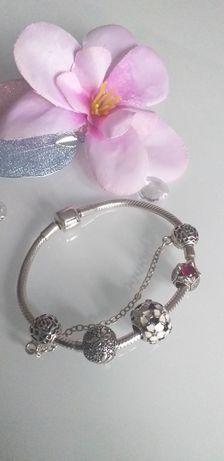 Piękna bransoletka z charmsami  srebrna