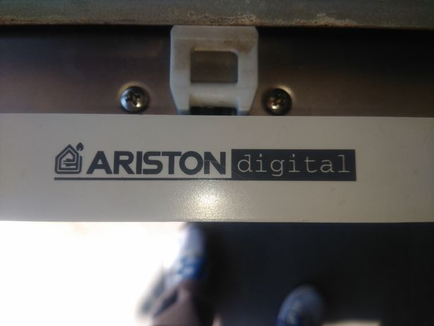 Máquina de lavar louça Ariston de encastrar