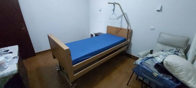 Cama hospitalar.