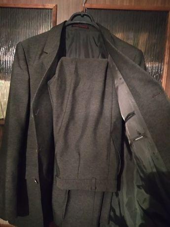 Костюм мужской, пиджак и брюки.