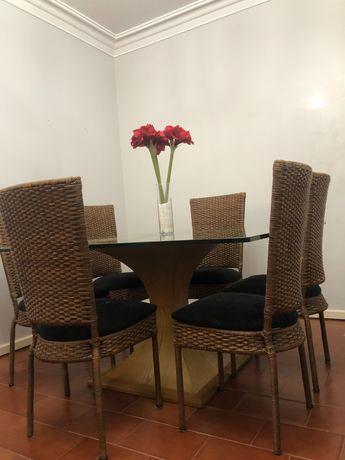 Mesa com 6 cadeiras, tampo de vidro