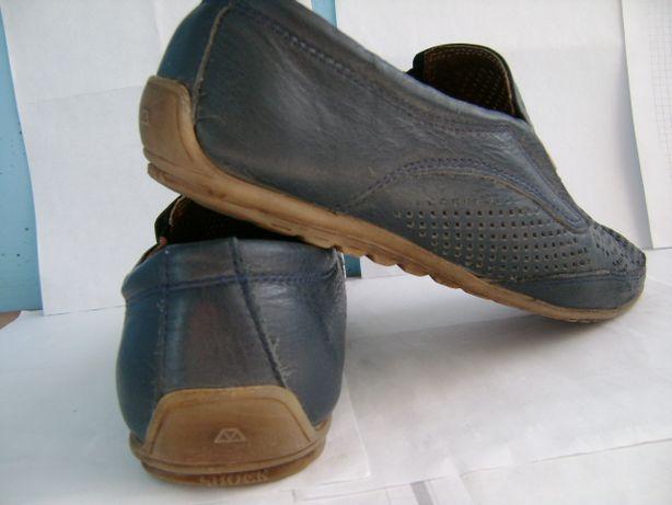 Туфли кожаные мужские разные