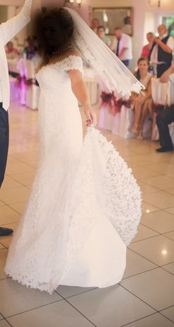 Sukienka ślubna z gipiury romantyczna