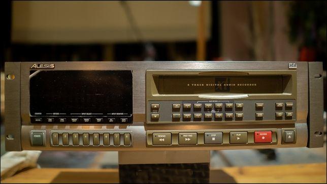 Alesis ADAT XT - Цифровий аудіорекордер / магнітофон