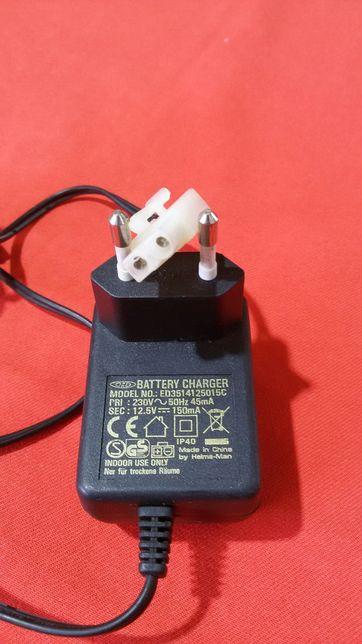 Carregador de Bateria 12,5 V.