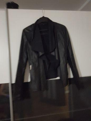 Sprzedam uzywane kurtki, futerka, płaszcze w bardzo dobrym stanie.
