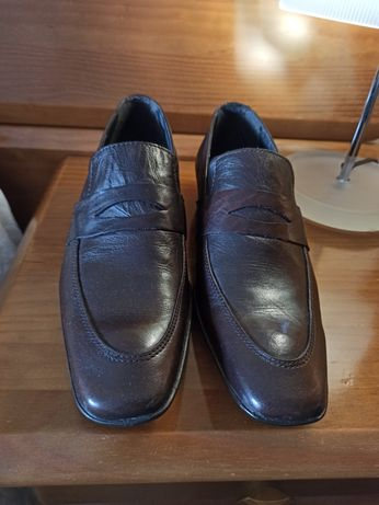 Sapato em pele tamanho 40