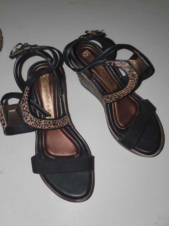 Sandália de senhora  com pele