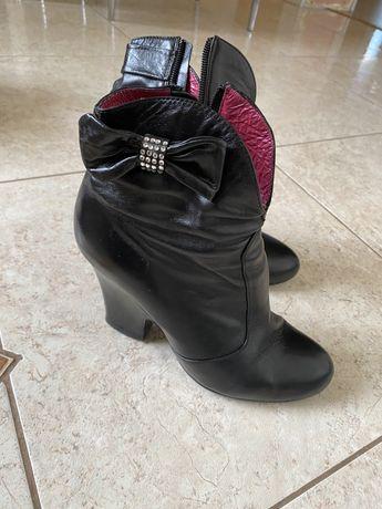 Жіноче взуття все 36- го розміру