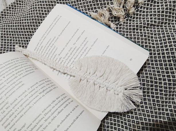 Zakładka do książki wykonana technika makramy
