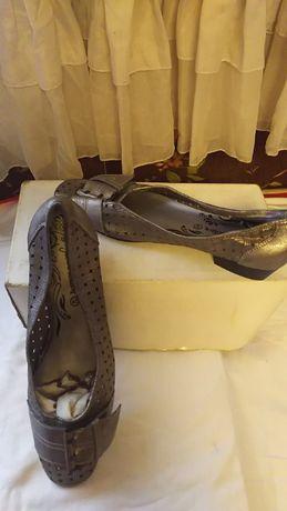 туфли натуральная перфорированая кожа размер40