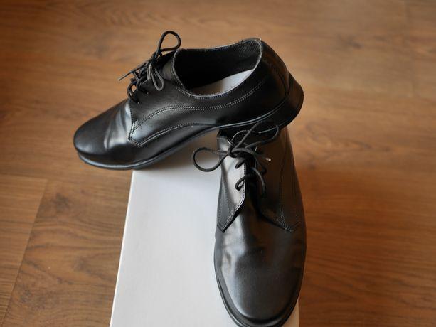 Buty komunijne czarne pantofle eleganckie jak nowe rozmiar 37