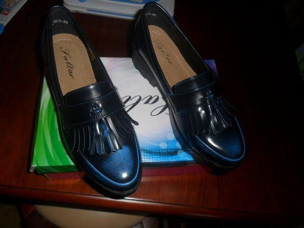 Sapatos novos azuis