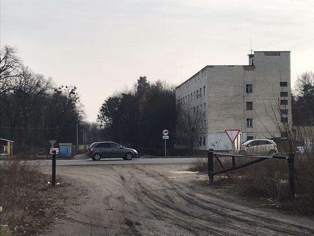 По соседству с АТБ Фасад Сквиского шоссе напротив поворота в Гаёк