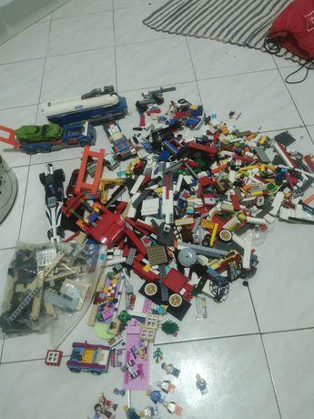 Vários conjuntos de lego