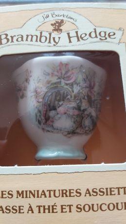 Unikalna filiżanka trio Royal doulton miniatura ang porcelana rarytas
