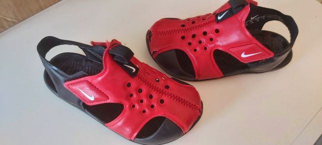 Sandałki Nike czerwone 14cm