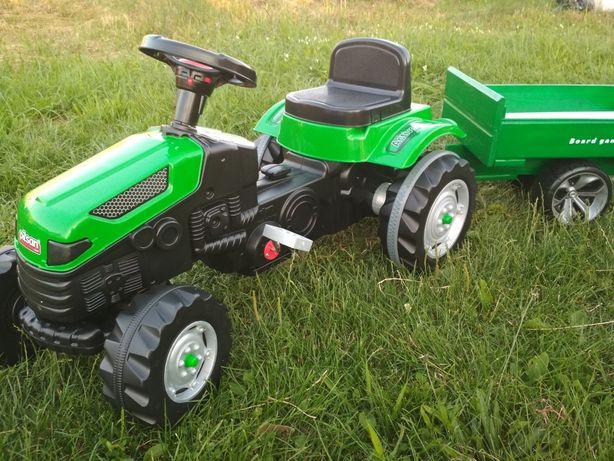 Трактор на педалях педальный