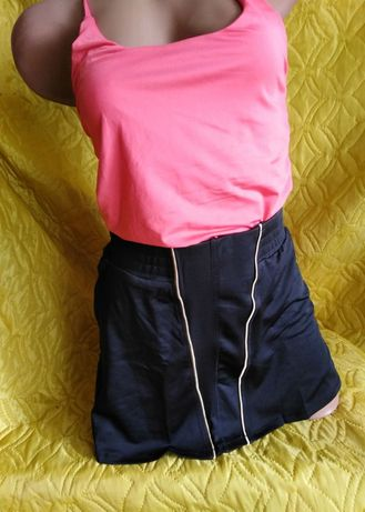 Женская юбка со скрытыми шортами бренда Nike.