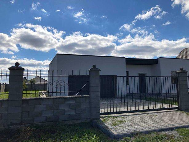 (І)Будинок в передмісті з сучасним плануванням