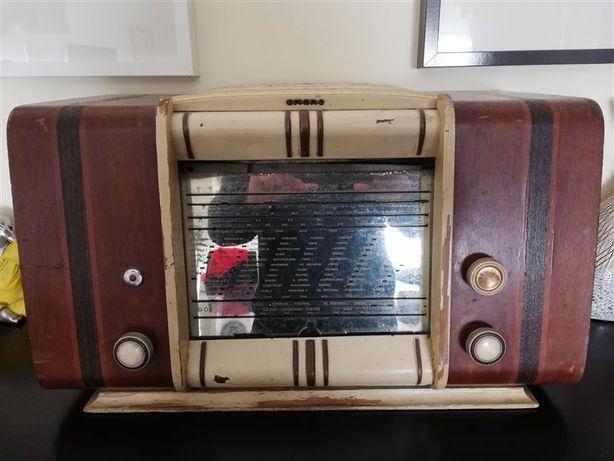 Radio Antigo Vintage de marca Ariane a válvulas