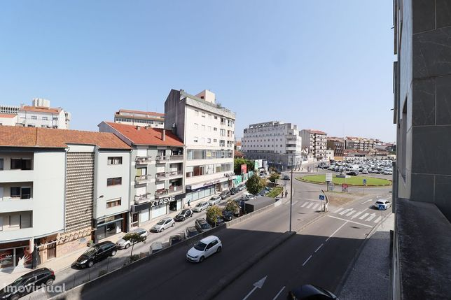 Apart. T2 com suite e garagem, mob., próximo ao Fórum, Aveiro
