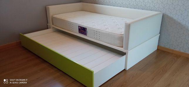 Cama de criança forrada + 2 colchões