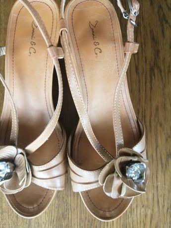 Sandałki z kwiatkiem r 40