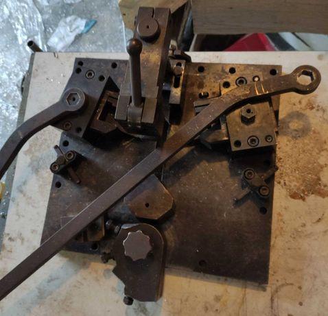 Угло-запрессовочный станок для алюминиевого профиля