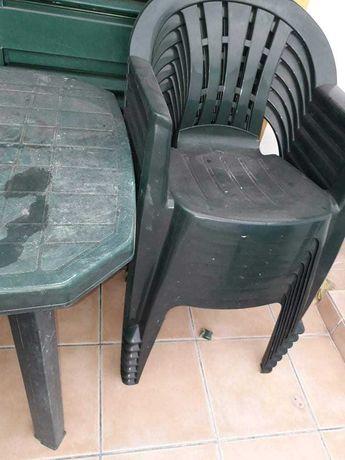 Mesa e cadeiras jardim