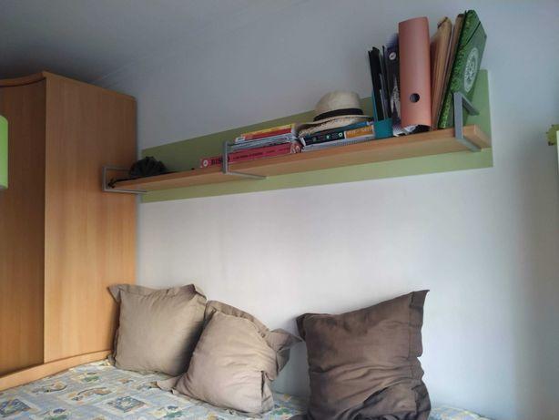 Mobília de quarto de solteiro (cama+colchões+mesa+roupeiro+estantes)