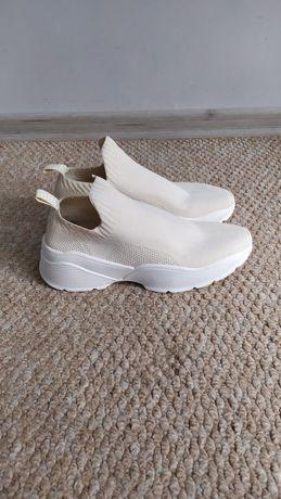 Женские стильные кроссовки HM 38р, белые молочные кросовки