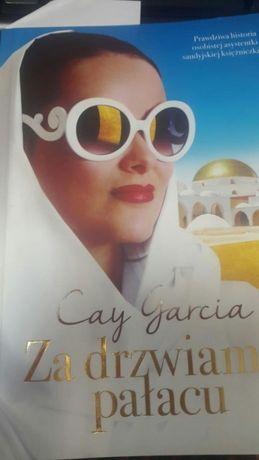 """Cay Garcia """"Za drzwiami pałacu"""""""