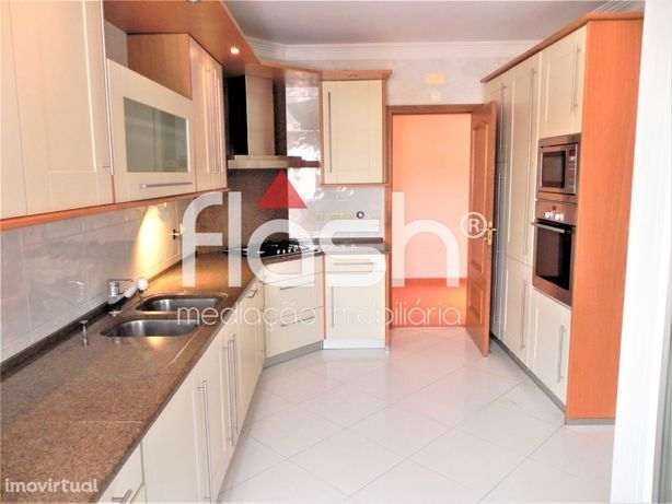 T2 com Box no Towers Residence - Restelo